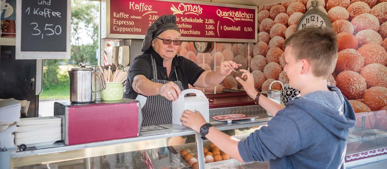Rügen-Markt Thiessow Omas Quarkbällchen